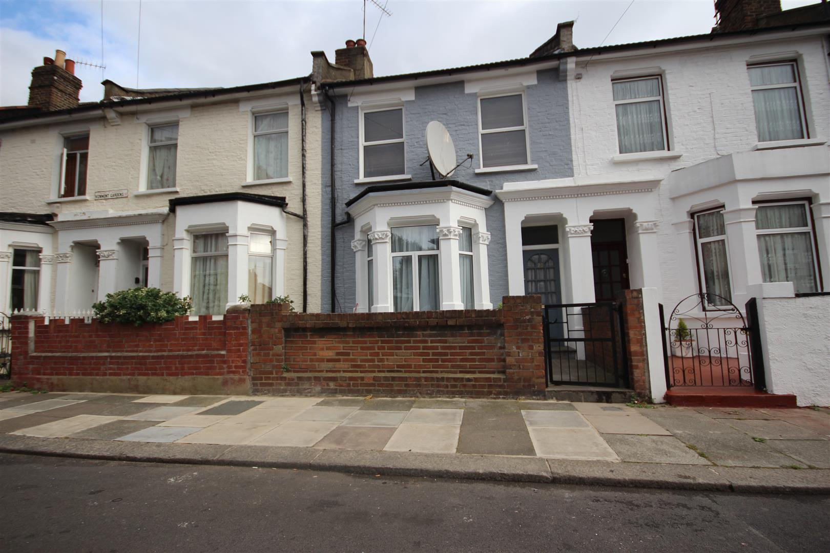 4 Bedrooms Terraced House for sale in Kenmont Gardens, London